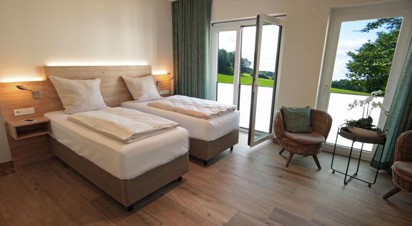 Alle Zimmer Verfügen über Schallisolierte Türen Und Dreifachverglasung, So  Dass Evtl. Nächtliche Geräusche Auf Ein Minimum Reduziert Werden.